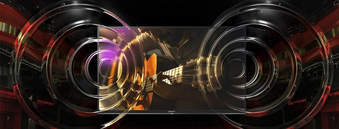 مشخصات سیستم صوتی سونی تنها به کیفیت تصویر بها نداده و سیستم صوتی را با یک سری از قابلیتها نیز با کیفیت تر کرده است. همانطور که میدانید کیفیت تصویر عالی بدون حضور یک سیستم صوتی مطلوب ، کاربرد چندانی ندارد. برای اینکه صدای تلویزیون 55X8577F لایق چنین کیفیت تصویر ایده آلی باشد، سونی از یک سری فناوریها و تکنیکهای ارتقاء صوتی در این تلویزیون 55 اینچ 4K استفاده کرده است. فناوری پاک سازی صوتی ClearAudio+ یکی از تکنیکهای اساسی برای تولید صدایی واضح و با کیفیت میباشد. این فناوری توسط الگوریتمهایی، صدا را طوری تنظیم و کوک میکند که با هیچ گونه اختلالی در حین پخش فایلهای صوتی مواجه نشوید. همچنین با تفکیک پذیری دقیق اصوات، شنیدن دیالوگهای فیلم و جلوههای صوتی با کیفیت خارقالعادهای صورت خواهد گرفت. جدا از این برای رسیدن به حس فراگیری بیشتر، فناوری دیگری با نام S-Force Front Surround به ایجاد صدای همه جانبه کمک میکند. سونی در طراحی الگوریتمهای این فناوری از روش پردازش مغز انسان الگوی برداری کرده و با کمک آن اسپیکرهای چپ و راست را قادر میسازد تا صدای مناسب و سه بعدی را در محیط پخش کند. بسته به نوع فایل صوتی خود میتوانید یکی از حالتهای صوتی استاندارد، دیالوگ، سینما، موسیقی و ورزش را در پخش محتوا در تلویزیون فعال کنید و صدای تولید شده را برای خود سفارشی سازید. قدرت این اسپیکرها در تلویزیون سونی 55X8577F به 20 وات میرسد که توسط خروجی صوتی اپتیکال امکان ارتقاء آن برای کاربران وجود دارد.
